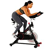 Sunny Health & Fitness Indoor Cycling-Rad mit magnetischem Riemenantrieb, 136 kg max. Gewicht, 20 kg Schwungrad, Pedalhaken - SF-B1805 Tablet-Halter, verstellbarer Sattel & Lenker, Hometrainer